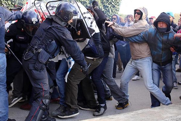 aggressione forze ordine